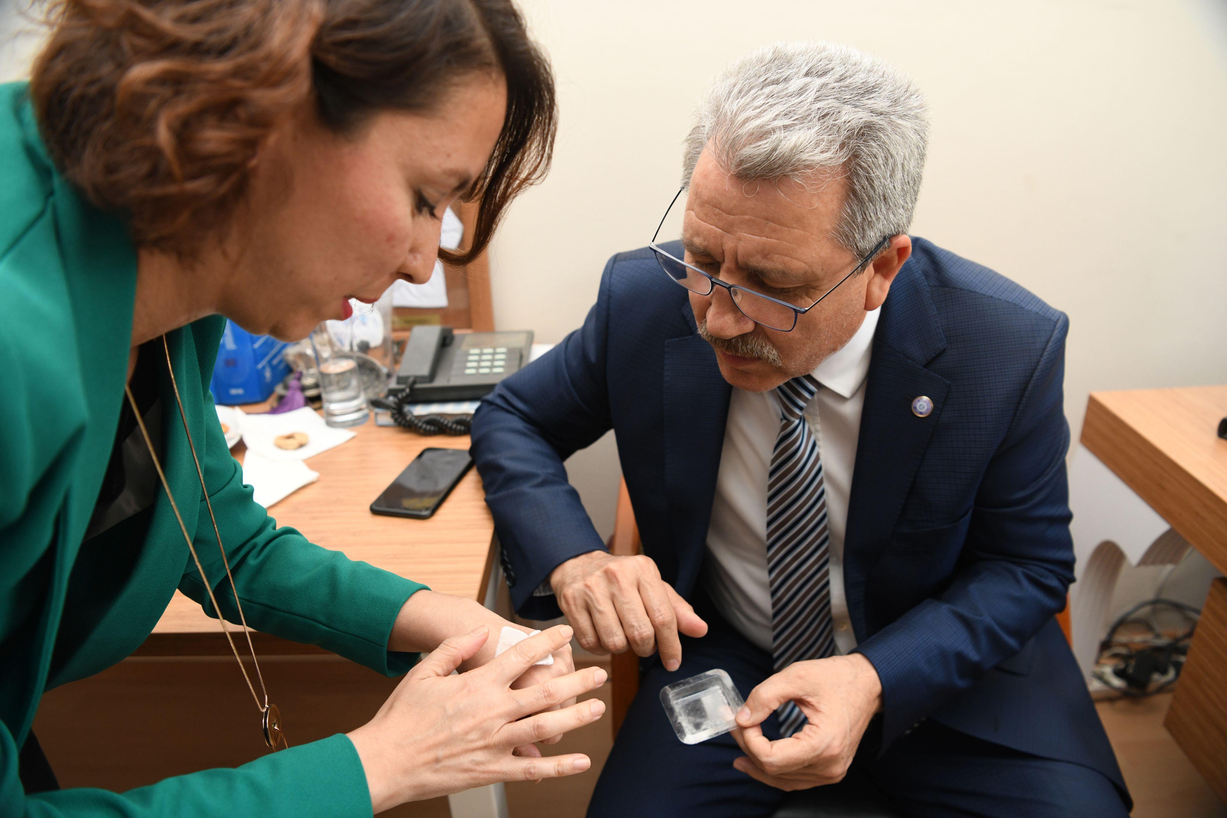 Prof. Dr. Budak yerli ve milli ürün geliştiren  Egeli akademisyenleri tebrik etti