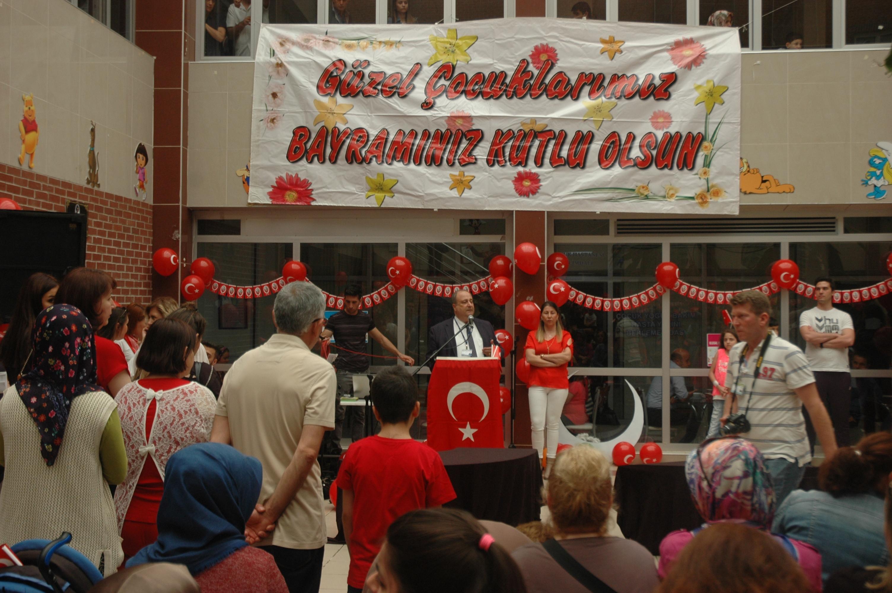 Ege Üniversitesi'nde tedavi gören çocuklar 23 Nisan'ı dolu dolu kutladı
