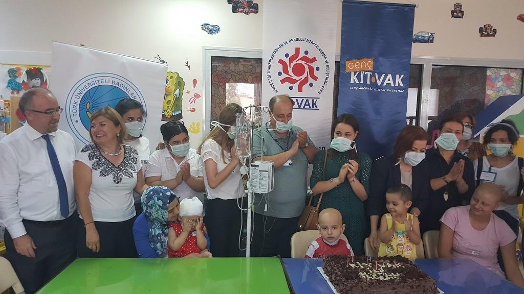 Ege'de tedavi gören çocuklar Ramazan Bayramı'nı erken kutladı