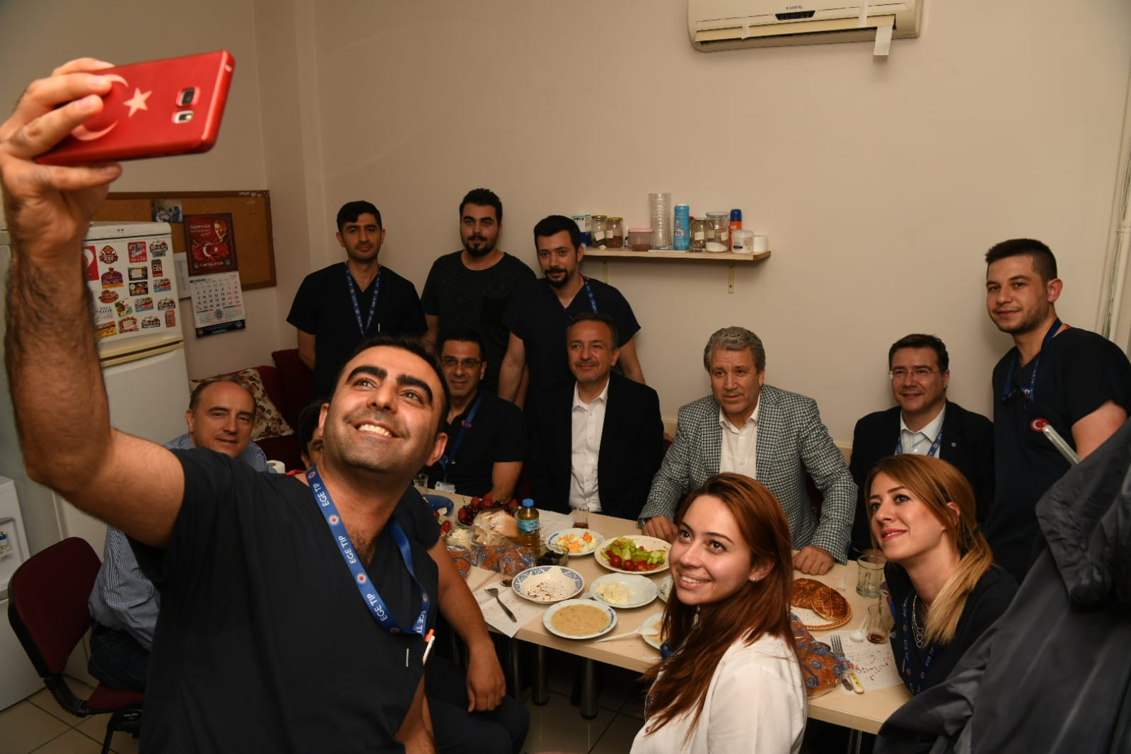 Rektör Prof. Dr. Necdet Budak sağlık çalışanlarıyla sahurda buluştu